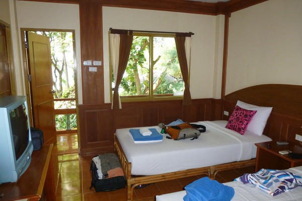 Koh Tao beach side room